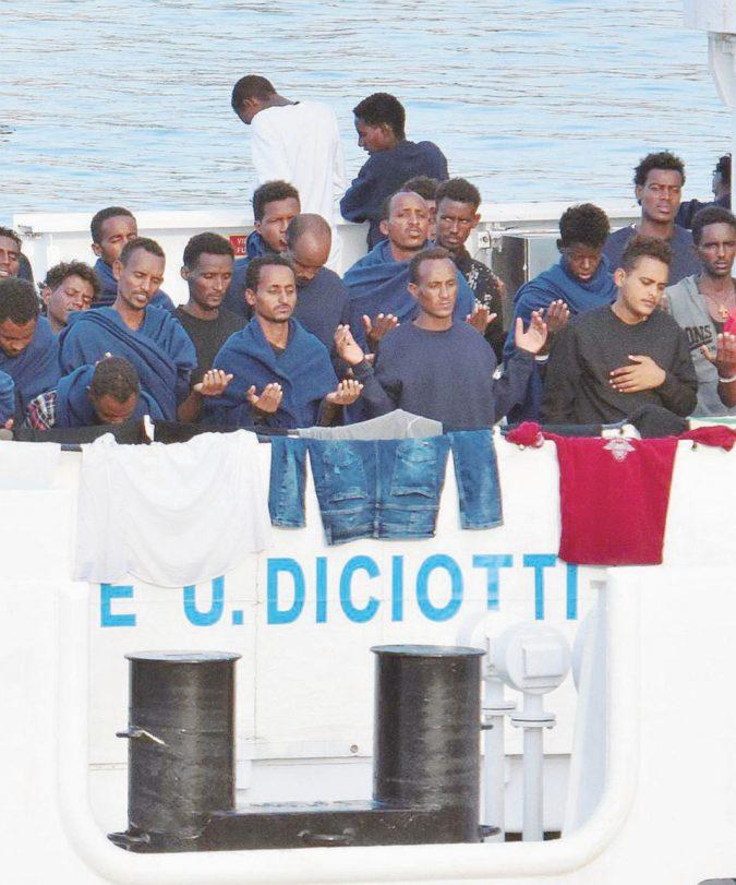 """Il caso Diciotti va a Catania: Matteo Salvini """"assolto"""" a metà"""