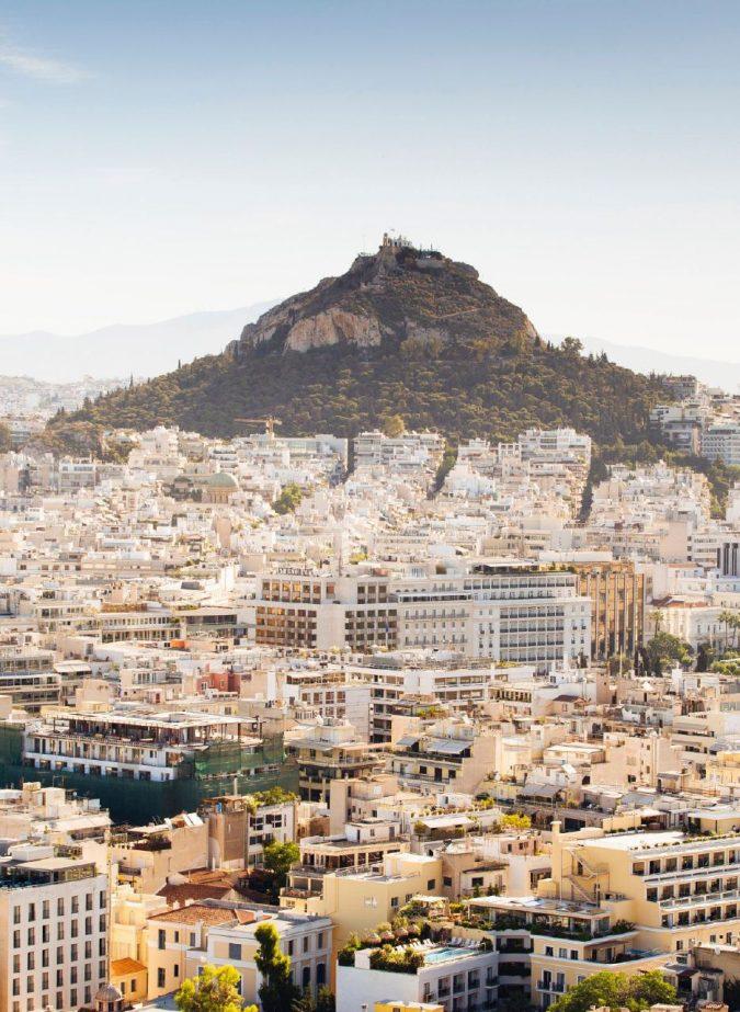 Atene, culla della mitologia tra stravaganze urbane