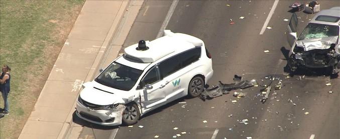 Guida autonoma e incidenti stradali, Waymo stila il suo vademecum