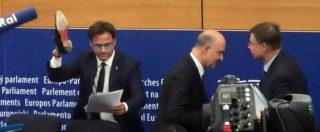 """Manovra, Moscovici: """"Scarpa? Si ride ma rischio è fascismo"""". E Salvini: """"No provocazioni. Ma non si cambia"""""""