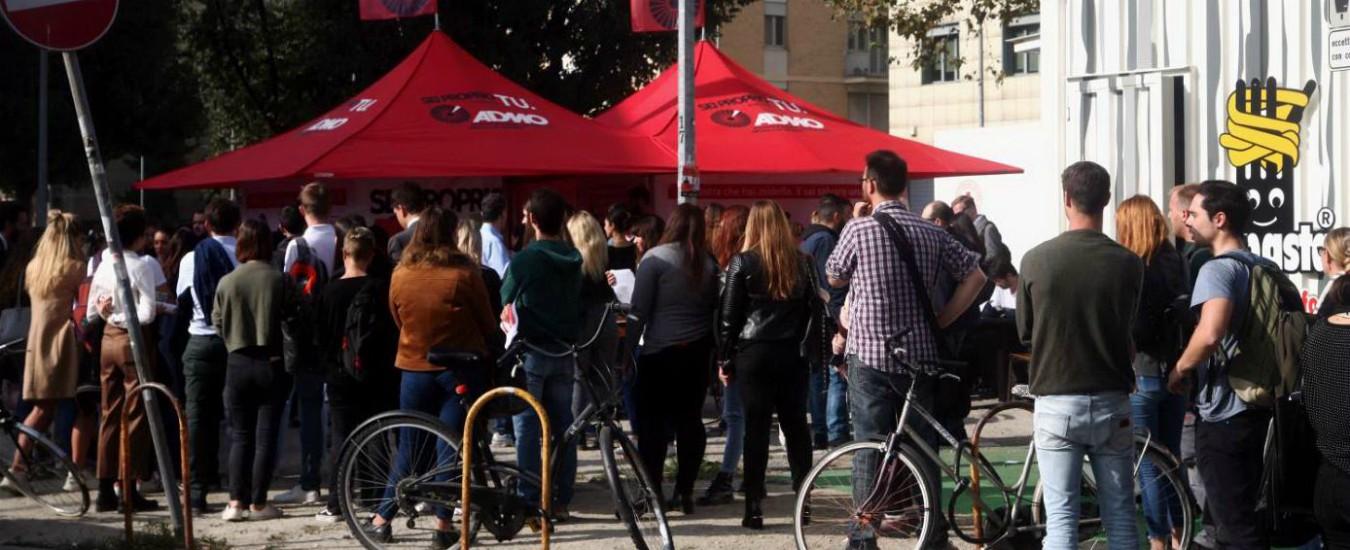Milano, centinaia in fila per trovare un donatore di midollo per il piccolo Alessandro: l'appello partito dai social