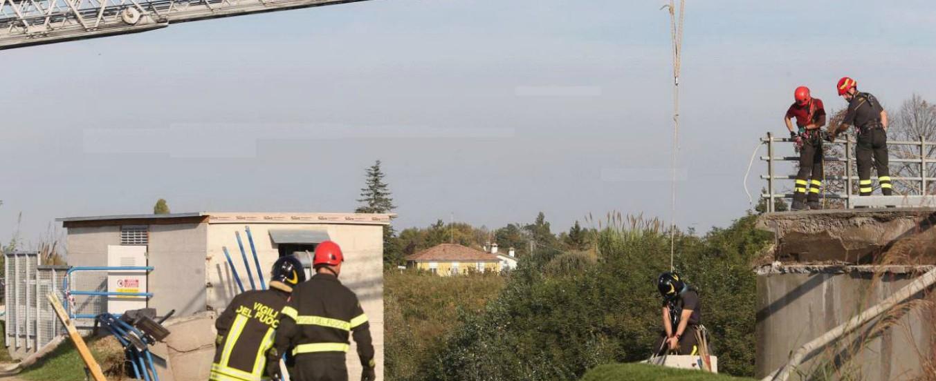 Ravenna, cede diga-invaso sul fiume Ronco e un tecnico della protezione civile precipita in acqua: disperso