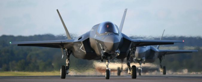 F35, la Trenta smentisce ma tranquilli: gli aerei li compriamo davvero