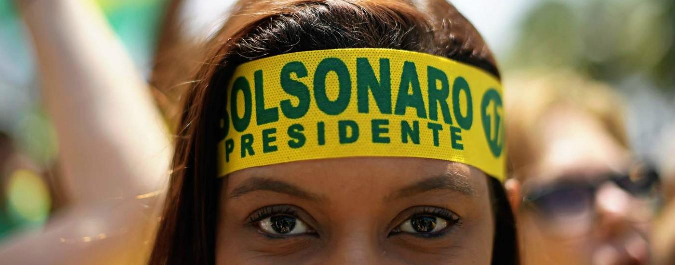 """Voto Brasile, Jair Bolsonaro favorito alla presidenza. Lo sfidante Haddad spera ancora: """"Con lui si rischia il fascismo"""""""