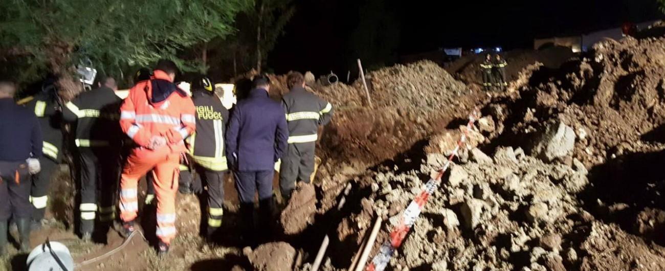 Crotone, sepolti da una frana: quattro morti. Al lavoro per riparare condotta fognaria danneggiata dal maltempo