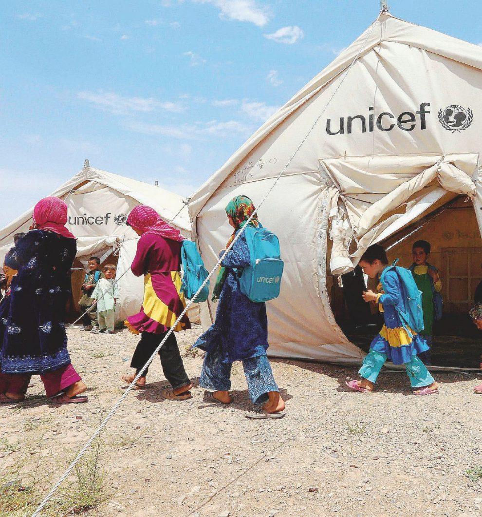 Famiglie –  Nella foto grande gli aiuti Unicef in Afghanistan. –  Ansa