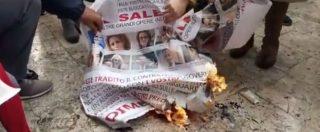"""Tap, a Melendugno bruciate le foto di ministri e politici M5s: """"Devono dimettersi tutti. Le bugie sono troppo grosse"""""""