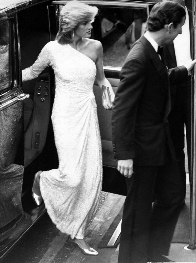 """Il principe Carlo rivela: """"Il matrimonio con Diana è stato un errore enorme. William? È irascibile come lei, Harry invece è più emotivo"""""""