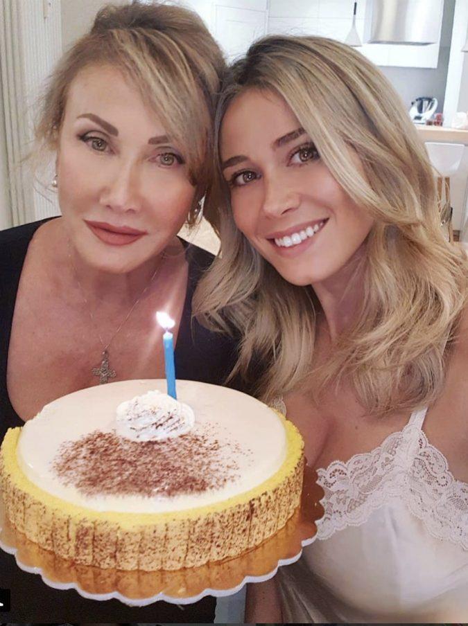 """Diletta Leotta pubblica su Instagram una foto con la madre, il post invaso da commenti volgari e sarcastici: """"Vogliamo pure la nonna"""""""