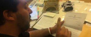"""Diciotti, Salvini apre la busta della procura in diretta Facebook: """"Hanno chiesto l'archiviazione. Sono innocente"""""""