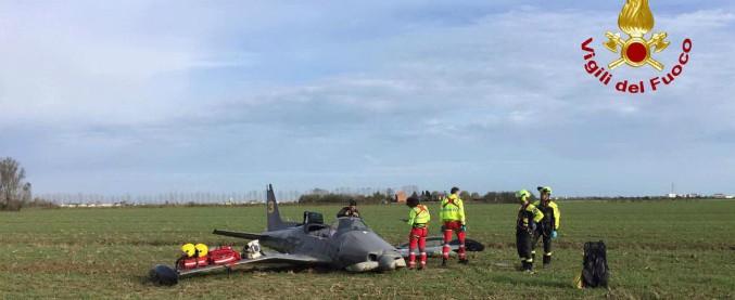 Venezia, cade aereo ultraleggero vicino ad una pista di atterraggio: morti due piloti. Ansv apre inchiesta sull'incidente
