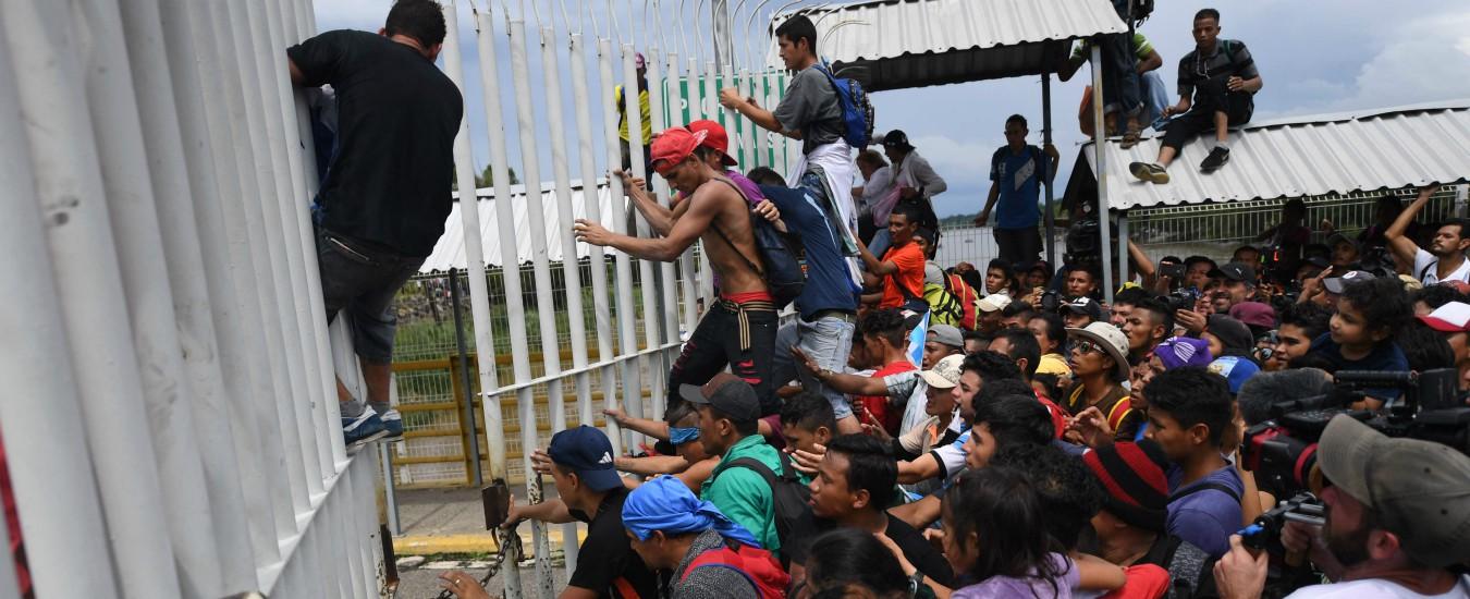 """Carovana migranti, i civili delle ronde in Texas rispondono alla chiamata alle armi di Trump. """"Esercito Usa preoccupato"""""""