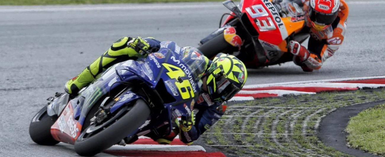MotoGp Sepang, Rossi cade a 4 giri dal traguardo. In Malesia vince Marquez, Dovizioso è 6°. Bagnaia campione del mondo in Moto2
