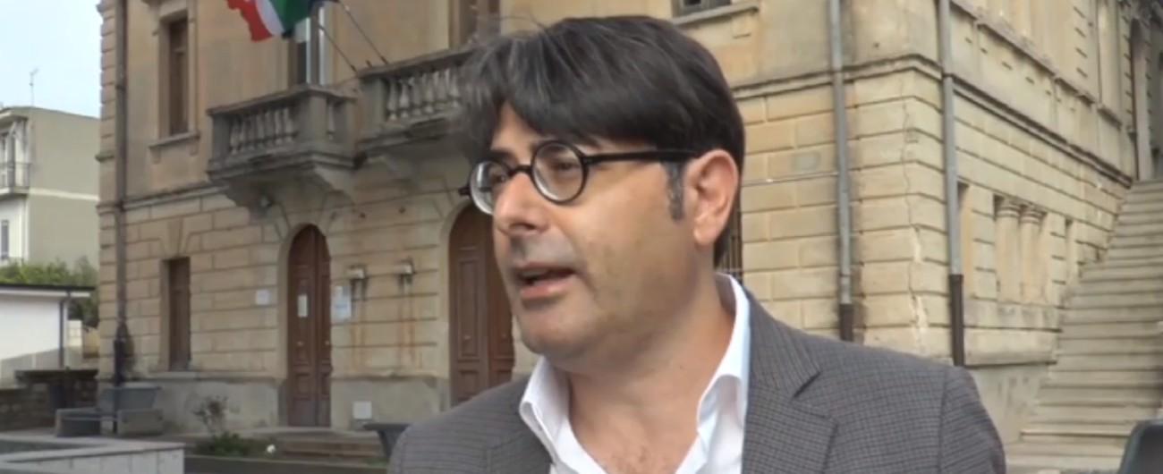 """Riace, il vice di Lucano scrive al Viminale: """"Senza soldi e con chiusura Sprar rischi per la gestione dei migranti ospiti"""""""