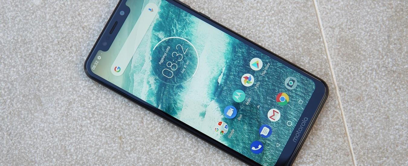 Motorola One è lo smartphone economico e sottile, a prova di obsolescenza programmata