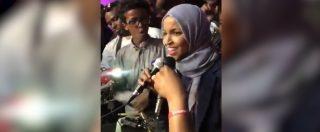 """Midterm 2018, eletta la rifugiata e musulmana Ilhan Omar: """"La prima a indossare l'hijab. Sarò l'incubo di Trump"""""""