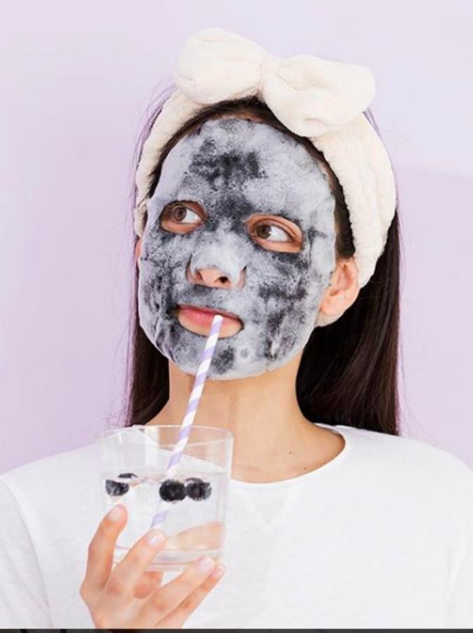 Bellezza, è Corea-mania: dalle maschere in tessuto all'essenza, la guida al rituale asiatico passo dopo passo