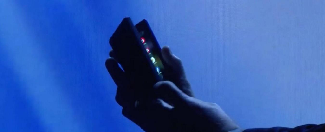Ecco lo smartphone pieghevole Samsung: si apre come un libro e non si rompe!