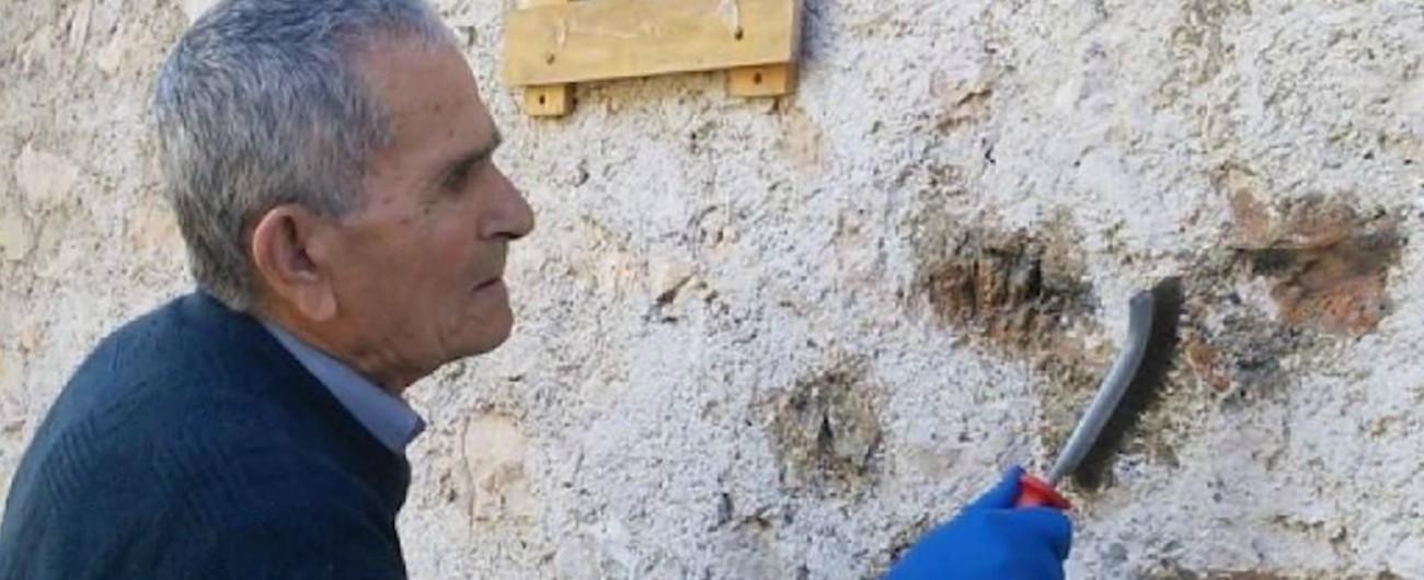 """Addio al partigiano Enrico Angelini. A 90 anni cancellò una svastica: """"Vorrei vedere gli autori per raccontare la mia storia"""""""