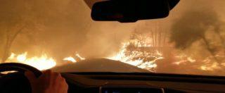Incendio in California, decine di migliaia di persone evacuate: il video della drammatica fuga in auto dalla città in fiamme