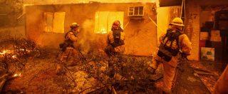 """Incendi California, 31 morti e 228 dispersi. Autorità: """"Peggior disastro dal 1993"""". Bruciati 40mila ettari – FOTO"""