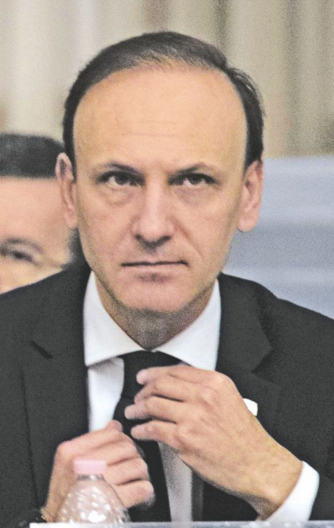 Picchi, il ministro degli Esteri parallelo