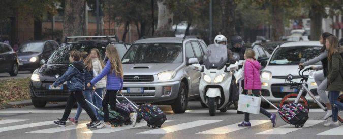 Le auto in Italia sono cinque volte più dei bambini. È questo il mondo che vogliamo?