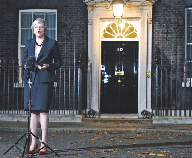 """May e il giorno più lungo: Brexit, il governo dice """"Sì"""""""