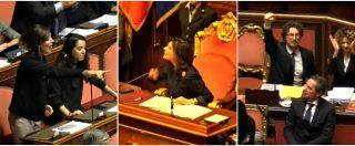 Dl Genova, bagarre in Senato. Toninelli esulta con il pugno, le opposizioni insorgono e Casellati lo riprende