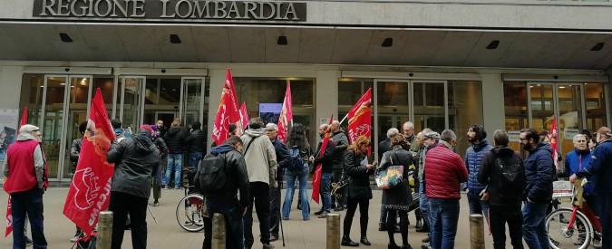 """Milano, i lavoratori del Cas di via Corelli per i migranti: """"Con il decreto sicurezza si perdono 70 posti di lavoro"""""""