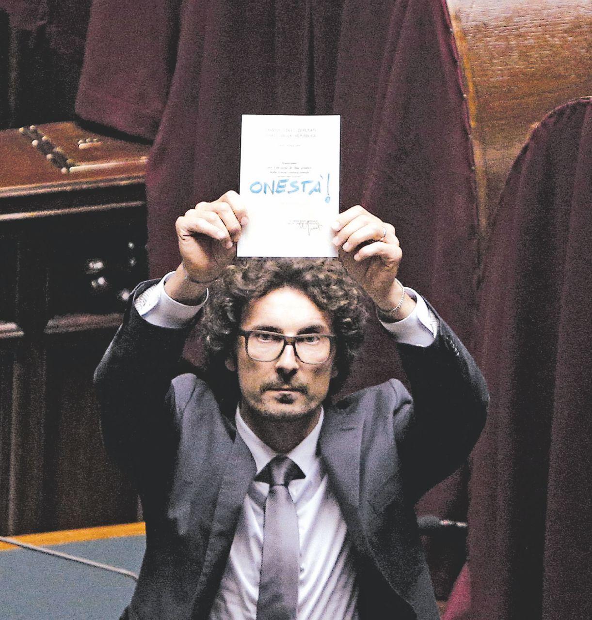 """""""Toninulla"""", il demone del ministro lavora 18 ore per fare gaffe"""