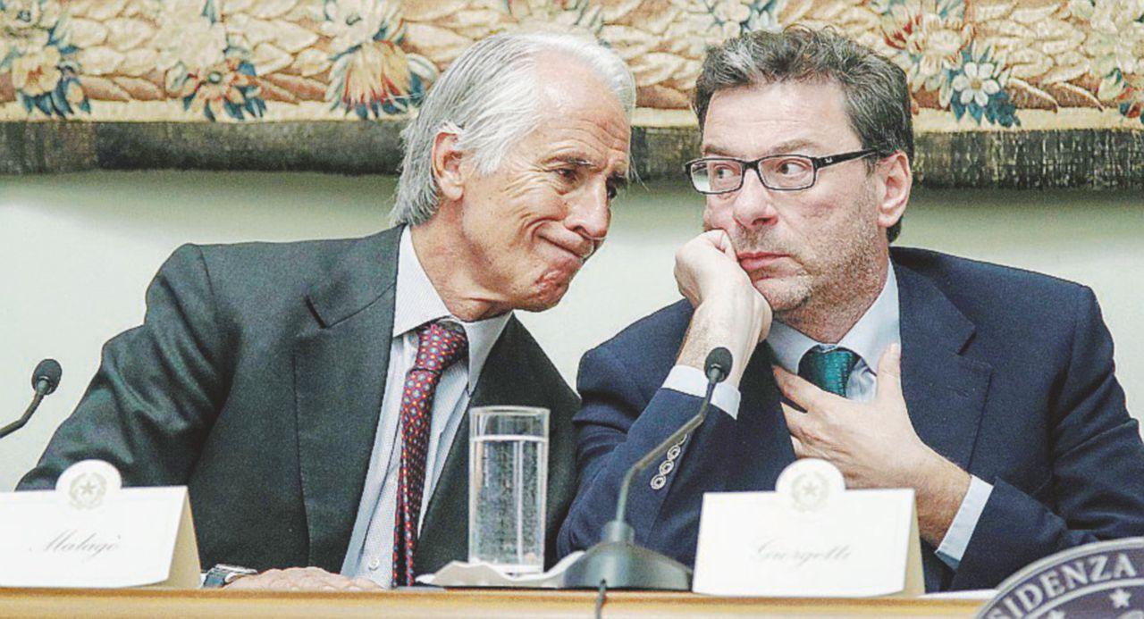 Coni, Giovanni Malagò assegna i soldi alle federazioni sportive. E non cambia niente per non scontentare Giorgetti