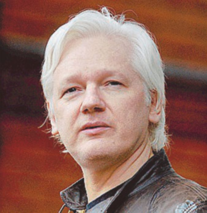 Assange potrebbe essere incriminato: l'ombra delle indagini sul Russiagate