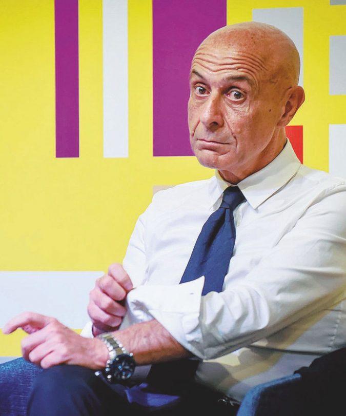 Minniti pare Godot: Renzi lo investe, lui tentenna ancora