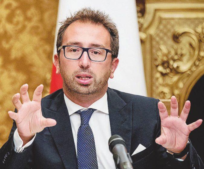 """Soldi ai partiti, i gialloverdi litigano sul tetto Poi il compromesso: """"Via gli emendamenti"""""""