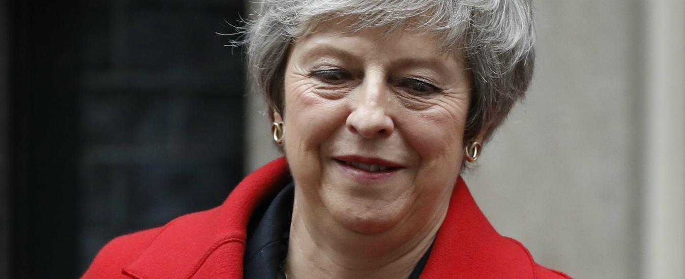 Brexit, Theresa May si salva: non passa la mozione di sfiducia contro la sua leadership. 117 contrari su 317
