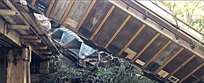 Usa, deraglia un treno: decine di vagoni precipitano sulla superstrada in Georgia. Evacuata una cittadina