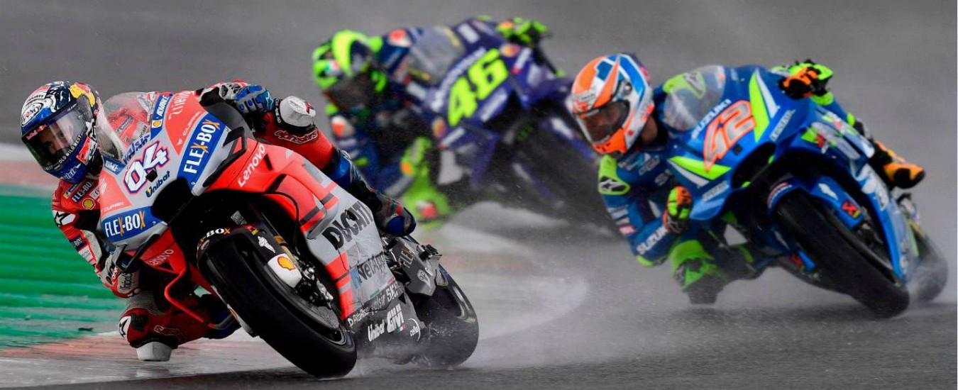 Moto Gp Valencia, Dovizioso vince sotto la pioggia. Rossi cade e chiude 13esimo