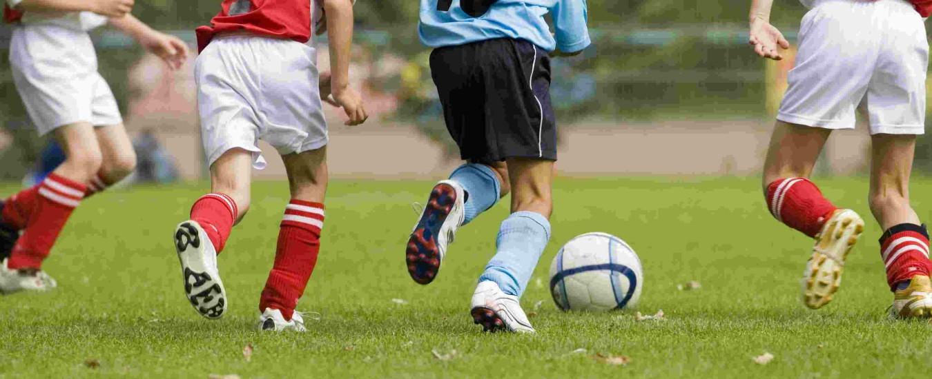 Arezzo, calcio: reagisce agli insulti razzisti. 15enne espulso e squalificato per 5 gare