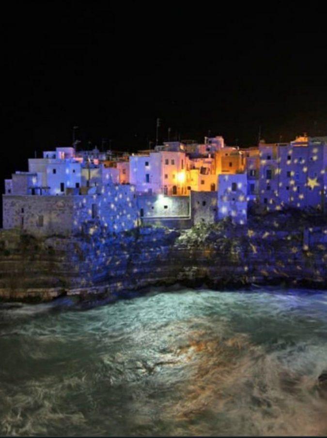 Puglia, centri storici a pagamento per i turisti durante le festività natalizie: dopo Polignano ci pensa anche Alberobello