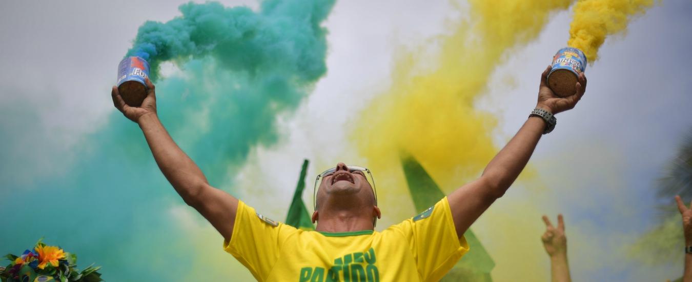 Bolsonaro, anche un gol porta voti. E Socrates si rivolta nella tomba