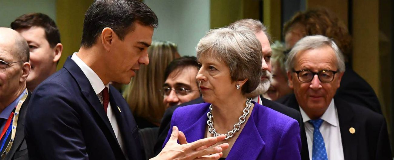 """Brexit, Spagna pronta a veto su Gibilterra Downing Street: """"Incontro May Juncker a Bruxelles non per stretta di mano"""""""