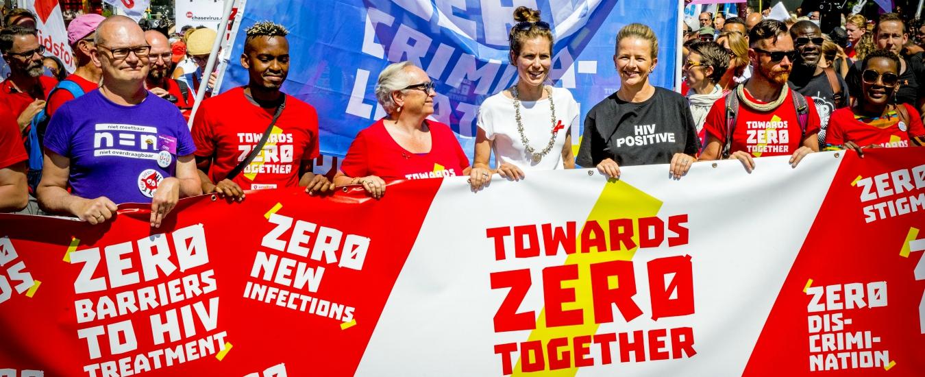Aids, metà dei migranti sieropositivi si infetta in Europa. Saperlo in tempo può aiutare noi e loro