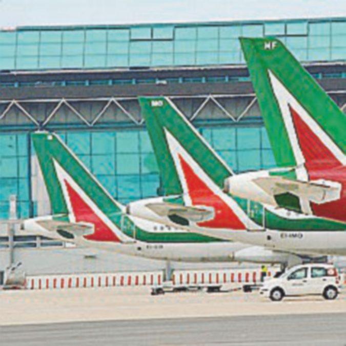 Alitalia, ministero e commissari dicono sì all'offerta delle Ferrovie