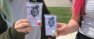 """Aborto, scontro a Verona tra """"Non una di meno"""" e Lega: le attiviste distribuiscono caramelle e volantini sulla 194"""