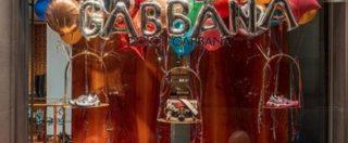 Dolce&Gabbana, i prodotti del brand spariscono dai siti di e-commerce: a rischio un terzo del fatturato globale dell'azienda