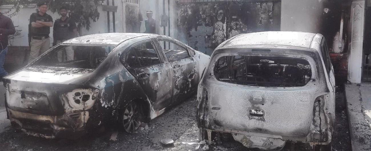 """Pakistan, bomba al mercato: strage di sciiti. """"Almeno 25 morti, decine di feriti"""""""
