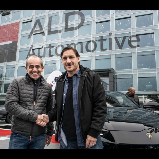 Francesco Totti sceglie il super suv Lamborghini Urus (a noleggio)