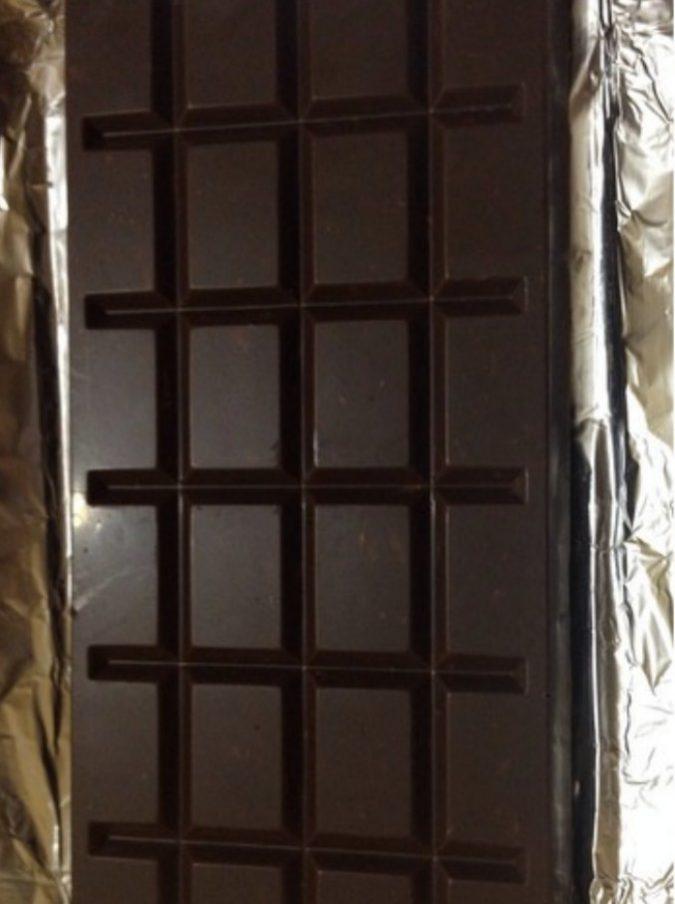 Colpisce la collega con una stecca di cioccolato da un chilo: 44enne ricoverata con trauma cranico