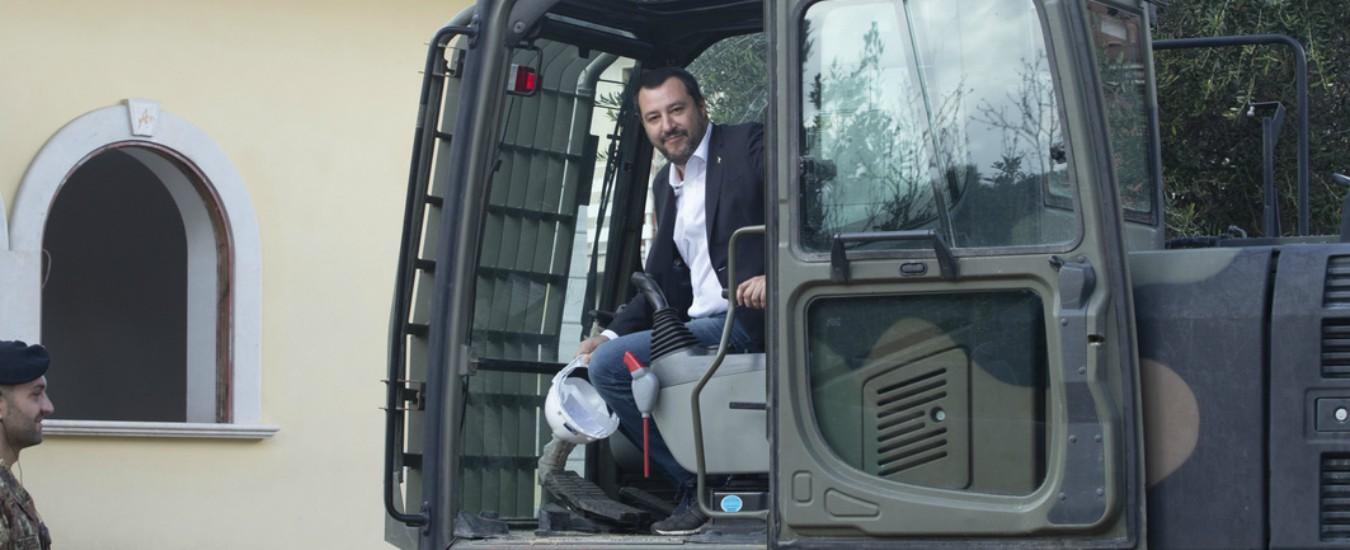 Salvini ha coronato il suo sogno: guidare una ruspa. Noi ci siamo cascati (ancora) ma Zingaretti no